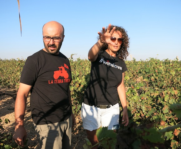 Nino Barraco and Elisa Zerilli in the Vignammare vineyard in West Sicily